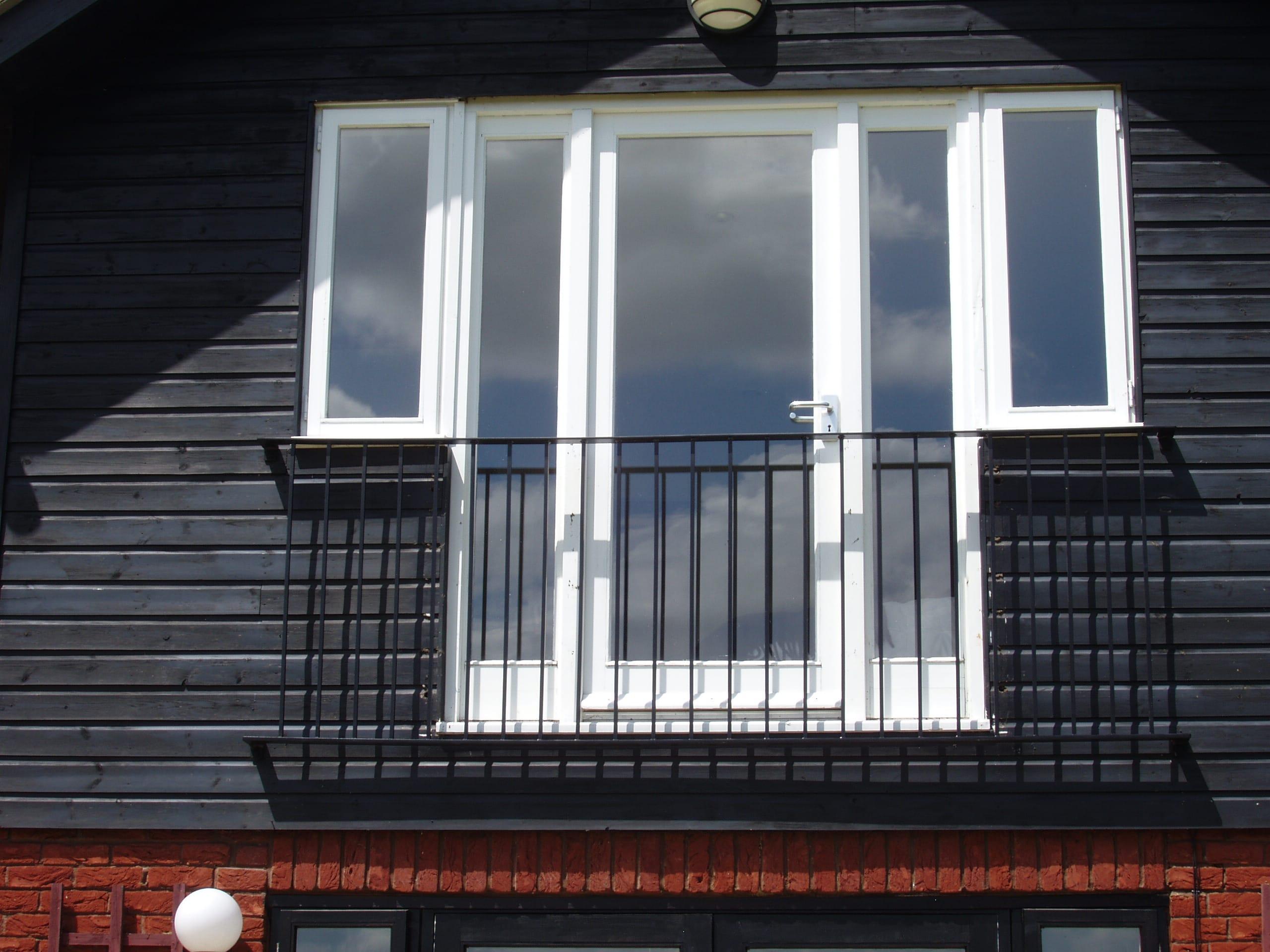 Wall top railings in Guildford - RS EngineeringRS Engineering